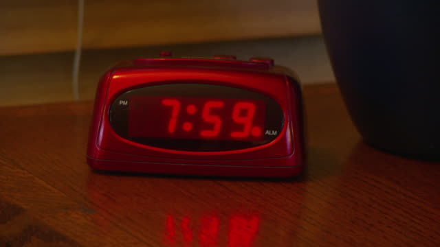 alarm clock going off at 8 am - numero 8 video stock e b–roll