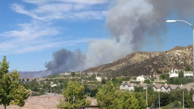 a 3 alarm vegetation fire erupted today at approximately 211pm in the brush to the south of the 14 freeway and sand canyon - santa clarita video stock e b–roll