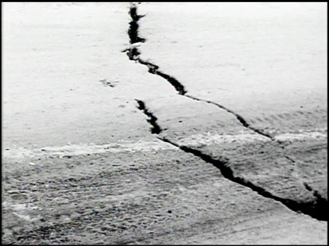 vídeos de stock e filmes b-roll de [alaska earthquake damage] - 12 of 36 - 1964