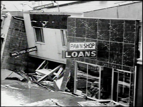 vidéos et rushes de [alaska earthquake damage] - 4 of 36 - 1964