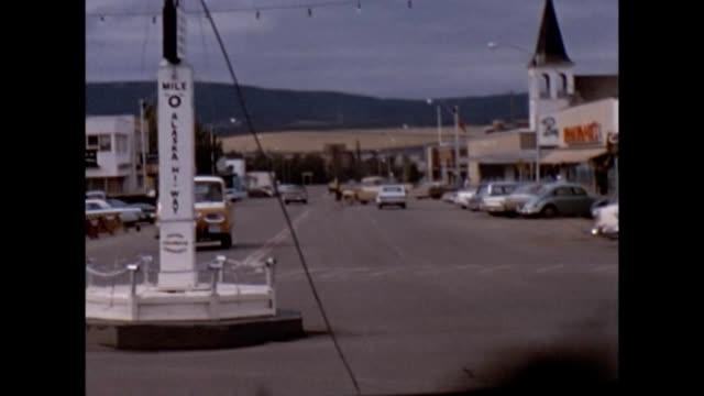 vídeos de stock e filmes b-roll de 1957 alaska highway mile 0 - 1957