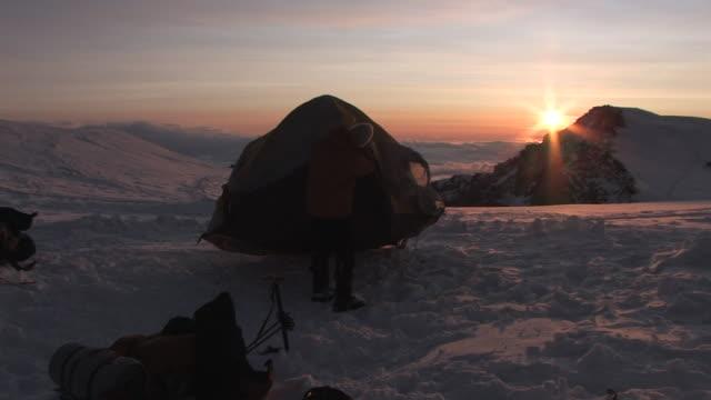 vidéos et rushes de alaska mckinley - tente