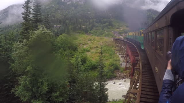 vídeos de stock, filmes e b-roll de usa, alaska, train near juneau, white pass and yukon route railroad. skagway - skagway