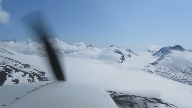 alaska view with sea plane - propeller aeroplane stock videos & royalty-free footage