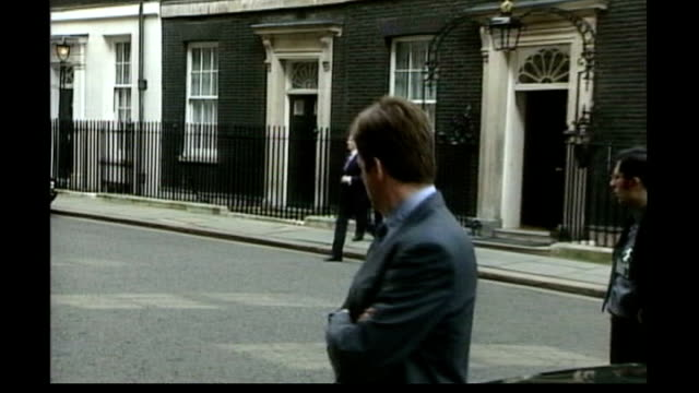 stockvideo's en b-roll-footage met alastair campbell publishes diaries date london downing street alastair campbell looking on as tony blair mp leaves number 10 to speak to press in... - tony blair