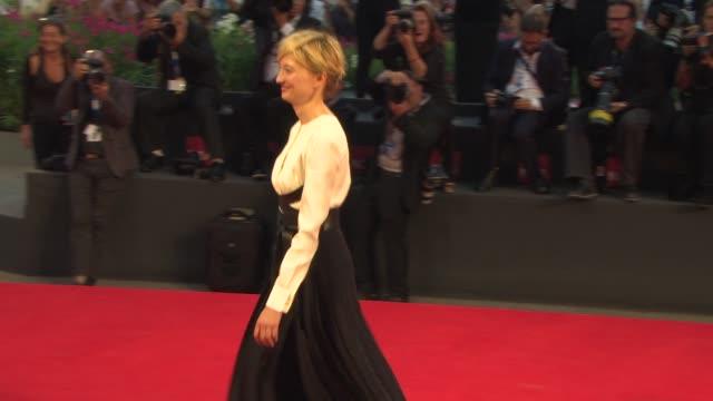 alba rohrwacher at 'hungry hearts' red carpet - 71st venice international film festival on august 31, 2014 in venice, italy. - 第71回ベネチア国際映画祭点の映像素材/bロール
