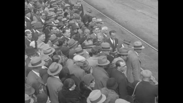 albert and elsa einstein standing next to car outside train station in pasadena, ca, crowd standing around them, elsa holding flowers / close shot of... - アルバート・アインシュタイン点の映像素材/bロール