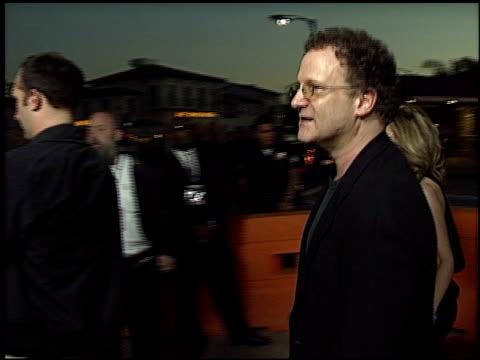 vídeos de stock, filmes e b-roll de albert brooks at the 'it runs in the family' premiere on april 7 2003 - 2003