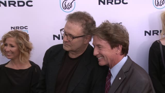 stockvideo's en b-roll-footage met albert brooks martin short at nrdc stand up for the planet la 2017 in los angeles ca - martin short