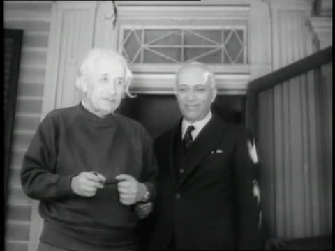 Albert Einstein shakes hands with Indian Prime Minister Jawaharlal Nehru
