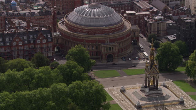 vídeos de stock, filmes e b-roll de albert hall and albert memorial - royal albert hall