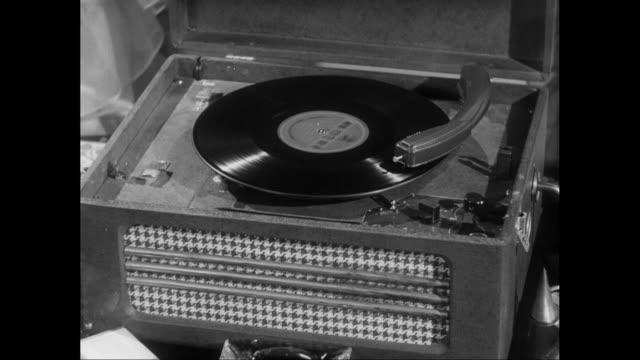 stockvideo's en b-roll-footage met cu album spinning on record player / united states - draaitafel