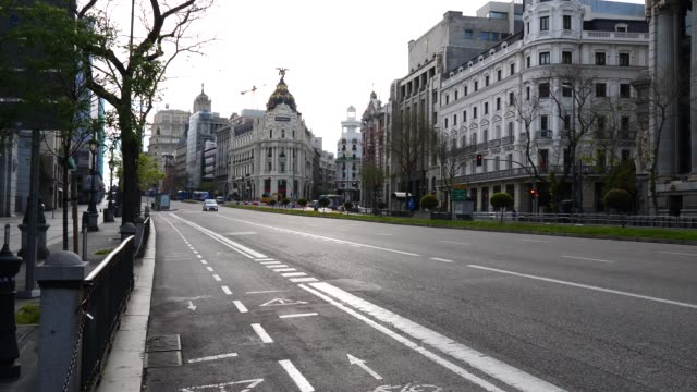 alcala street practically empty due to the state of alarm on april 20, 2020 in madrid, spain. more than 22,000 people are reported to have died in... - マドリード グランヴィア通り点の映像素材/bロール