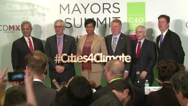 alcaldes de distintas ciudades de estados unidos reunidos en el foro de liderazgo contra el cambio climatico en mexico instaron el viernes a tender... - liderazgo stock videos and b-roll footage
