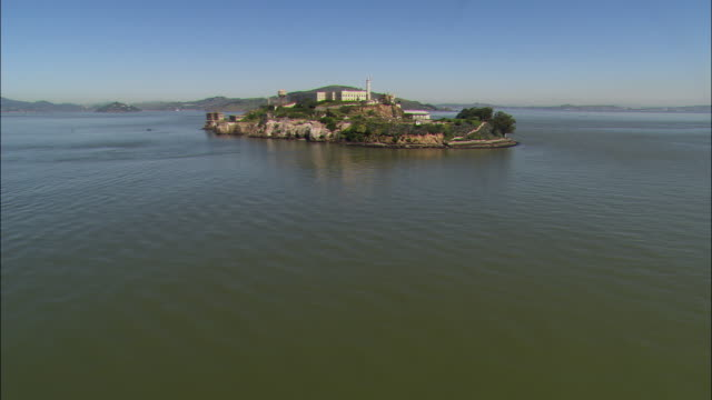 aerial alcatraz island / california, usa - alcatraz island stock videos & royalty-free footage