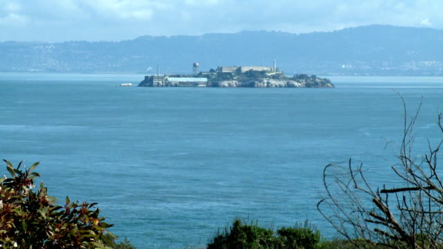 ws, zi, alcatraz island, san francisco bay california, usa - alcatraz island stock videos & royalty-free footage