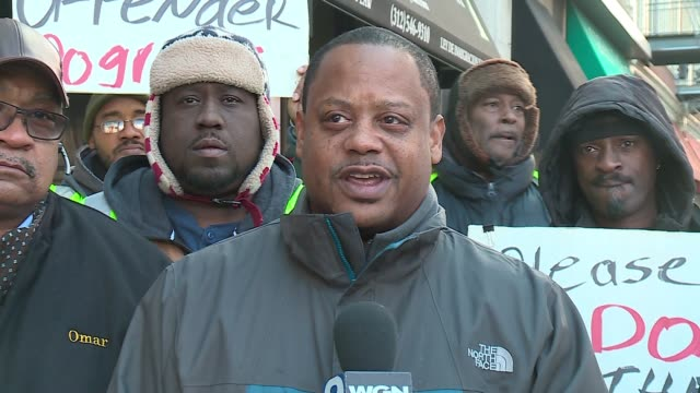 vidéos et rushes de wgn alderman roderick t sawyer chicago's 6th ward speaks at rally to keep exoffender second chance program at the chicago transit authority on dec 20... - métro de chicago