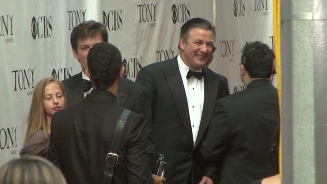 vídeos y material grabado en eventos de stock de alec baldwin and harry connick jr at the 62nd annual tony awards at new york ny - alec baldwin