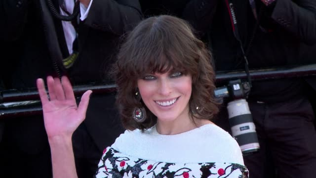 vídeos de stock, filmes e b-roll de alec baldwin and milla jovovich were among the stars strutting their stuff on the cannes red carpet on monday night as the sun returned to the french... - milla jovovich