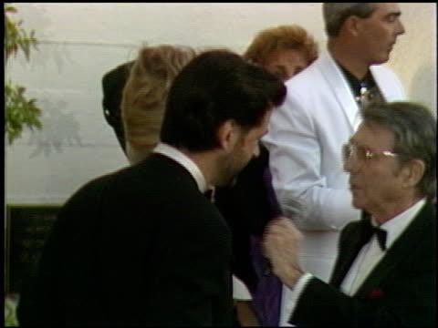 vídeos y material grabado en eventos de stock de alec baldwin at the 1991 academy awards at the shrine auditorium in los angeles california on march 25 1991 - alec baldwin