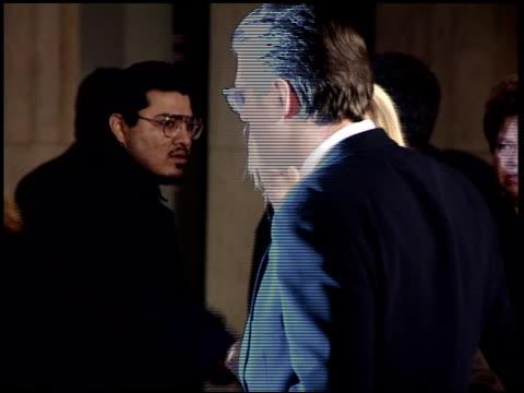 vídeos y material grabado en eventos de stock de alec baldwin at the premiere of 'the juror' on january 29 1996 - alec baldwin
