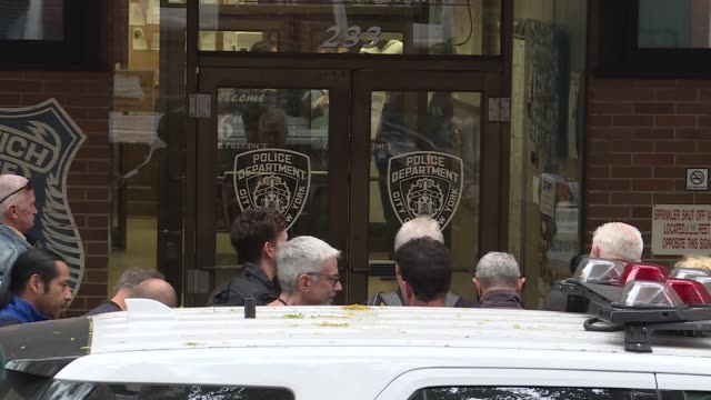 alec baldwin leaves 6th precinct of the new york police department in new york united states on november 02 2018 alec baldwin was arrested friday... - alec baldwin stock videos & royalty-free footage