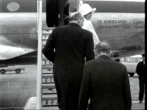 alec douglas-home and peter thorneycroft leave lap; 5.55pm story: england: london airport : cms lord home with wife elizabeth douglas-home ditto bv... - alec douglas home video stock e b–roll