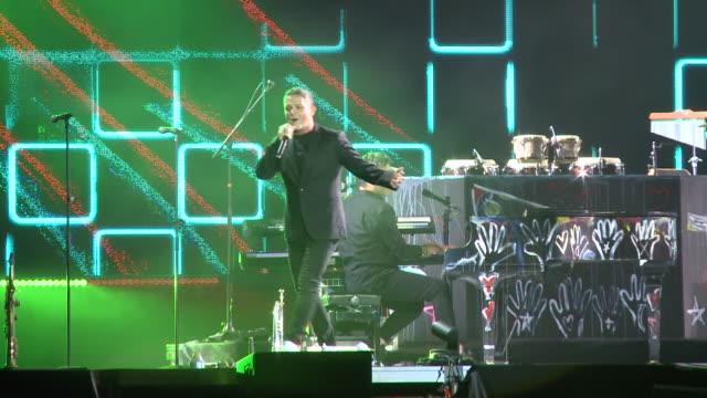 "alejandro sanz concert in seville for his ""el disco"" music tour - ポピュラーミュージックツアー点の映像素材/bロール"