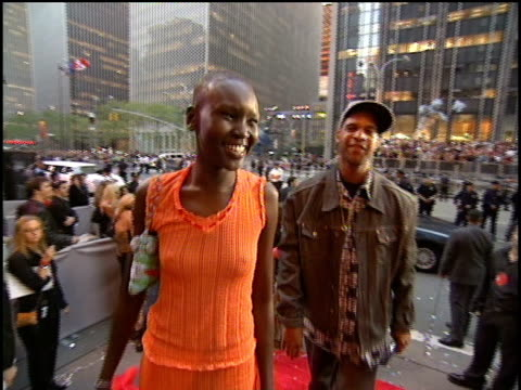 Alek Wek arrives to the 2000 Video Music Awards at Radio City Music Hall