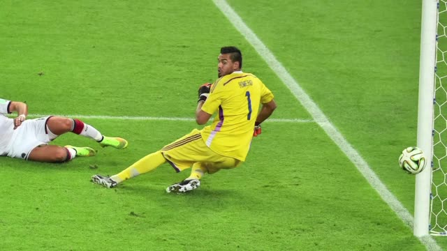 alemania se corona campeona del mundo de futbol al ganar a argentina 10 en el alargue - 2014 video stock e b–roll