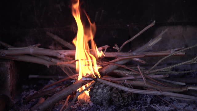 alentejo kamin - brennbar stock-videos und b-roll-filmmaterial
