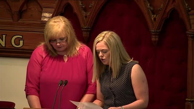 hundreds attend funeral in coatbridge scotland north lanarkshire coatbridge int emma gibson speaking at funeral service sot - mord stock-videos und b-roll-filmmaterial