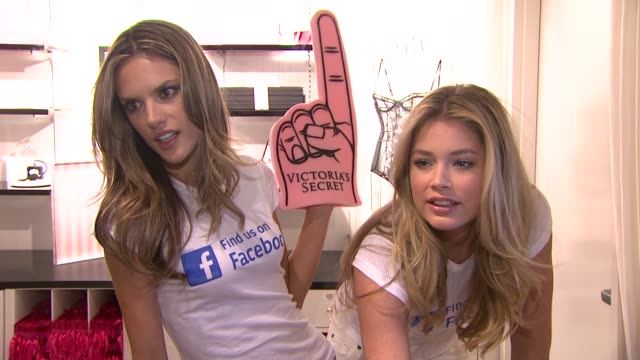 vídeos de stock, filmes e b-roll de alessandra ambrosio and doutzen kroes at the victoria's secret launches their official facebook fan page at new york ny - alessandra ambrosio