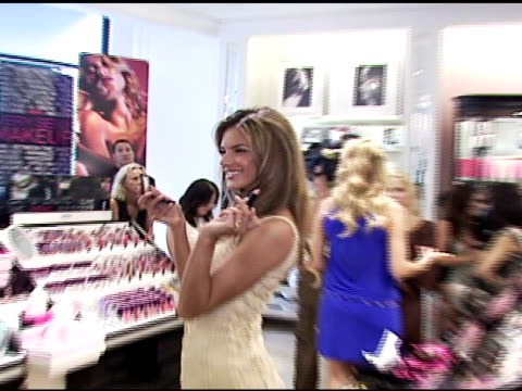 stockvideo's en b-roll-footage met alessandra ambrosio applying victoria's secret 'very sexy' makeup at the victoria's secret launch of very sexy makeup exclusively at victoria's... - 2006