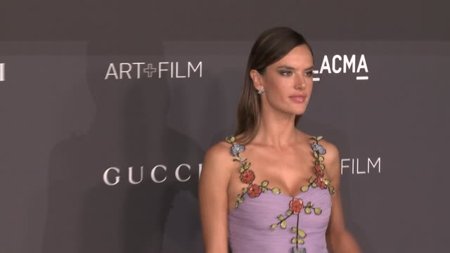 vídeos de stock, filmes e b-roll de alessandra ambrosio at 2016 lacma art film gala honoring robert irwin and kathryn bigelow presented by gucci at lacma on october 29 2016 in los... - alessandra ambrosio