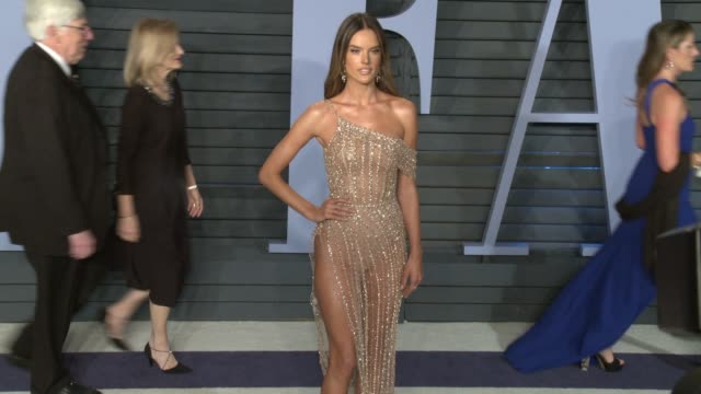 alessandra ambrosio at 2018 vanity fair oscar party in los angeles ca - vanity fair video stock e b–roll