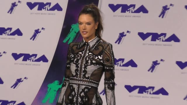 alessandra ambrosio at the 2017 mtv video music awards at the forum on august 27 2017 in inglewood california - inglewood video stock e b–roll