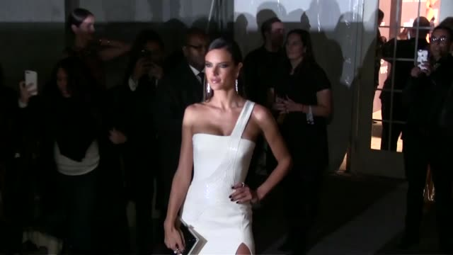 vídeos de stock, filmes e b-roll de alessandra ambrosio at the amfar the foundation for aids research kick off new york fashion week with its annual new york gala at cipriani wall... - alessandra ambrosio