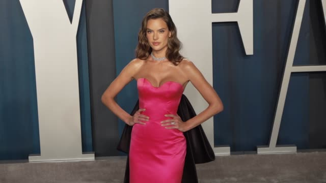 alessandra ambrosio at vanity fair oscar party at wallis annenberg center for the performing arts on february 9, 2020 in beverly hills, california. - vanity fair oscarparty stock-videos und b-roll-filmmaterial