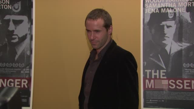 stockvideo's en b-roll-footage met alessandro nivola at the 'the messenger' new york premiere at new york ny. - alessandro nivola