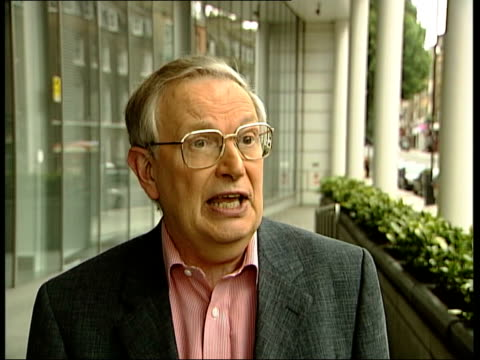 stockvideo's en b-roll-footage met alevel results speculation london professor alan smithers interview sot if pupils got poor results in the first year they're inclined to drop those... - level 42
