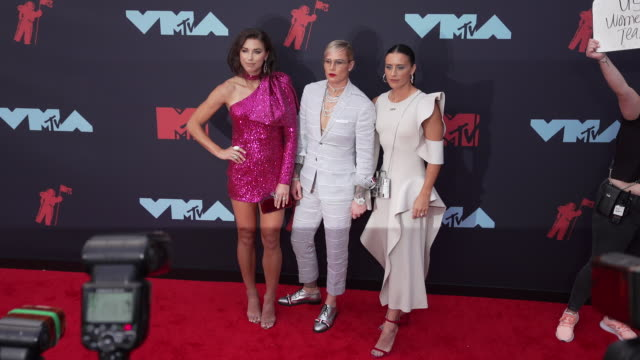 alex morgan ashlyn harris and ali krieger at 2019 mtv video music awards at prudential center on august 26 2019 in newark new jersey - mtv video music awards stock videos & royalty-free footage