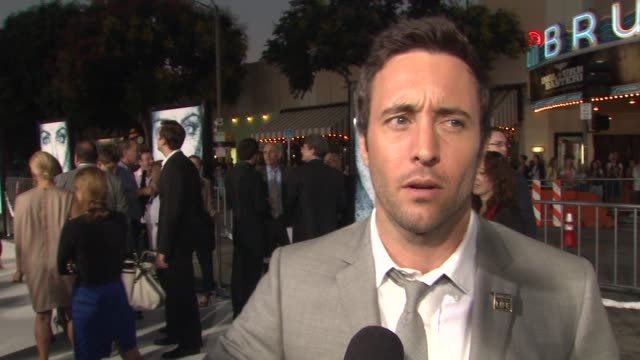 alex o'loughlin on working in the freezing conditions and how he got through it and what grabbed him about the script at the 'whiteout' premiere at... - premiere stock-videos und b-roll-filmmaterial