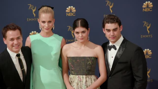 vídeos de stock, filmes e b-roll de alex rich samantha colley poppy delevingne and t r knight at the 70th emmy awards arrivals at microsoft theater on september 17 2018 in los angeles... - 70th annual primetime emmy awards