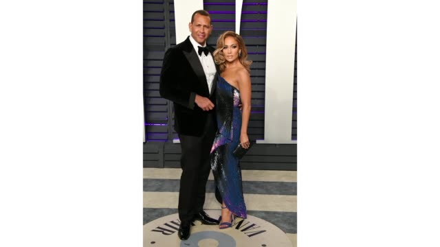 alex rodriguez and jennifer lopez attend the 2019 vanity fair oscar party hosted by radhika jones at wallis annenberg center for the performing arts... - vanity fair oscar party video stock e b–roll