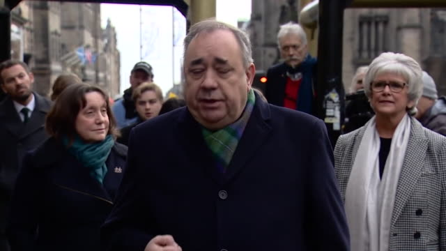 alex salmond saying he will defend his position vigorously against charges of sexual offences but the only place to do that is in court - 無罪点の映像素材/bロール