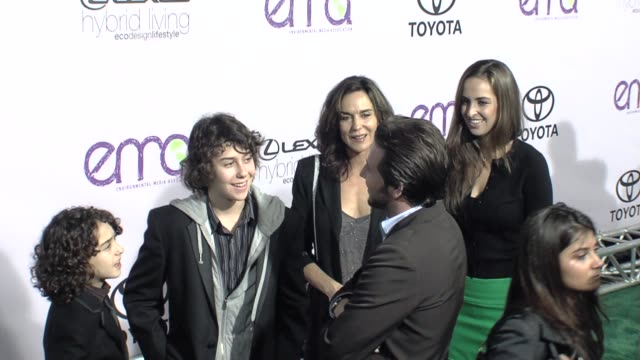 alex wolff and nat wolff of the naked brothers band at the the 18th annual environmental media awards benefiting the environment at los angeles ca - environmental media awards点の映像素材/bロール
