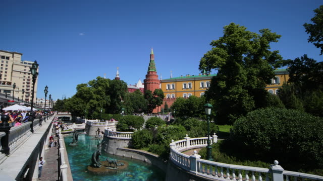 alexander gardens, moscow, russia - russia stock-videos und b-roll-filmmaterial