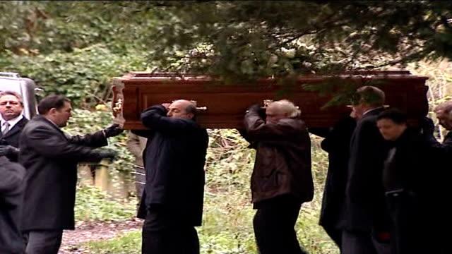 vídeos de stock, filmes e b-roll de alexander litvinenko death: radiation traces found in hamburg / widow speaks out to media; pallbearers carrying coffin of alexander litvinenko... - widow