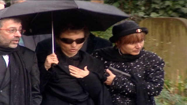 vídeos de stock, filmes e b-roll de alexander litvinenko poisoning: further radiation traces found: widow speaks out; lib highgate cemetery: raining marina litvinenko along with... - widow